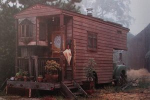 old-trailer-house