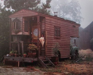 Old Trailer House