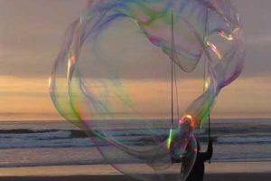 Super Giant Bubbles