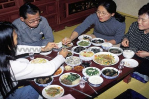 Eating Etiquette Around the World-thumb