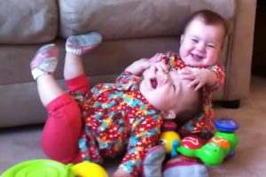Funny-Twin-Babies-Fighting-Over-Stuff-Compilation-2017