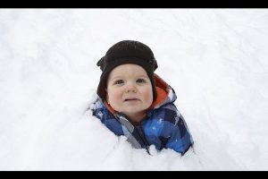 Hilarious-Babies-Who-Are-Happy-Winter-Is-Over-2017