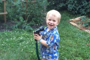 Kid-Negotiates-With-Water-Hose-Viral-Videos