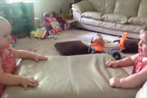 These-Twin-Babies-Love-To-Bang-Their-Heads-Viral-Videos