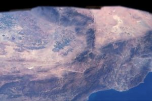 Astronauts-spotting-cities-from-the-ISS