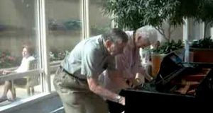 Mayo-Clinic-atrium-piano-charming-older-couple