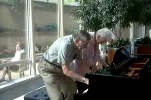 Mayo-Clinic-atrium-piano-charming-older-couple