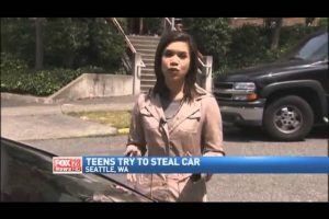 Fail-Teens-Trying-to-Steal-Car-Stopped-by-Stick-Shift