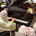 Street Pianist Natalie Trayling Amazes Shoppers at 'David Jones Department Store'