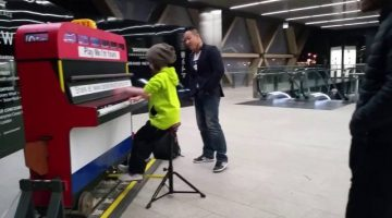 Little Girl Plays Canary Wharf Street Piano