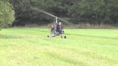 94-year-old Shows Off His Gyrocopter