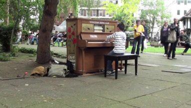 Amazing 11-Year Old Plays Moonlight Sonata on Public Piano